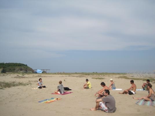Рецепта за здраве - слънце, море и йога с приятели