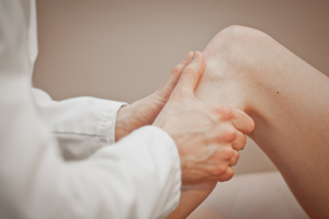 chiropractic-center-brussels-knee-pain-300x200